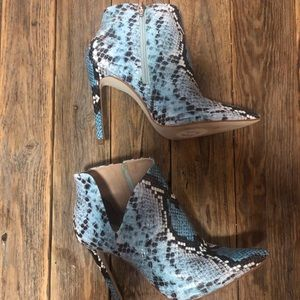 NWOT TAGS STEVE MADDEN BOOTIE